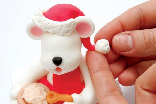 Рождественский венок с мишками из холодного фарфора. Мастер-класс (24) (533x355, 81Kb)