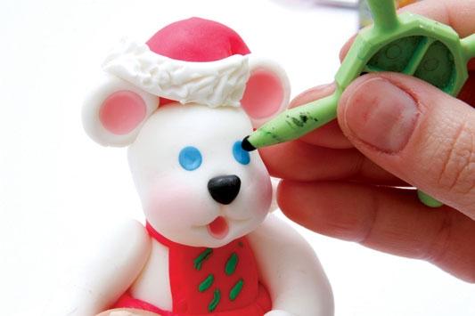 Рождественский венок с мишками из холодного фарфора. Мастер-класс (26) (533x355, 75Kb)