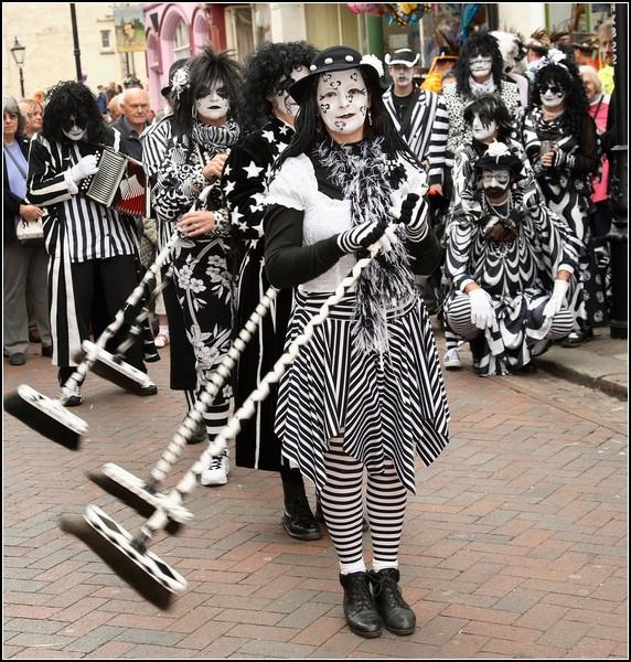фестиваль трубочистов в англии 6 (572x600, 425Kb)