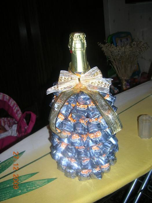 Елочка на шампанское из конфет своими руками 40
