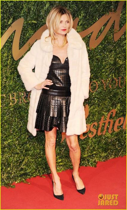 rita-ora-kate-moss-british-fashion-awards-2013-01 (425x700, 127Kb)