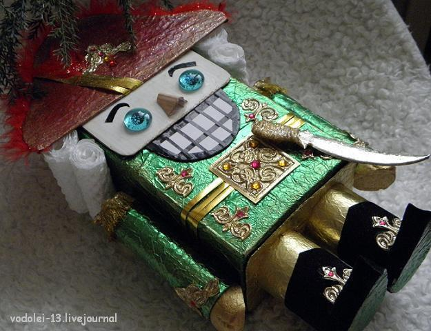 Щелкунчик поделка своими руками из коробки
