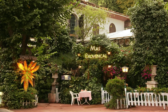 красивый ресторан Mas Provencal (700x466, 319Kb)