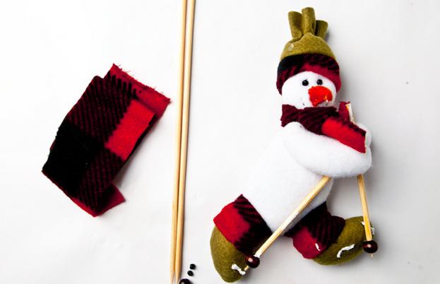 Calendario Adviento textiles.  Modelo del muñeco de nieve (8) (623x402, 381Kb)