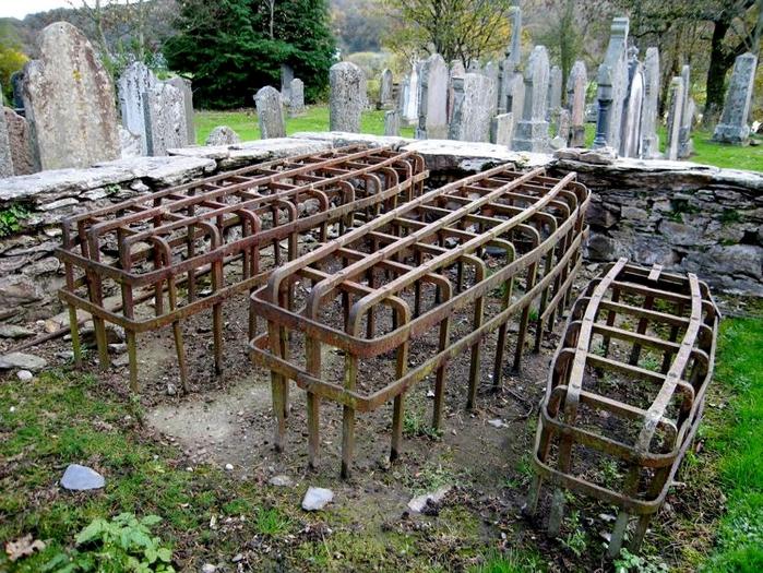 могильные сейфы mortsafe 1 (700x525, 383Kb)