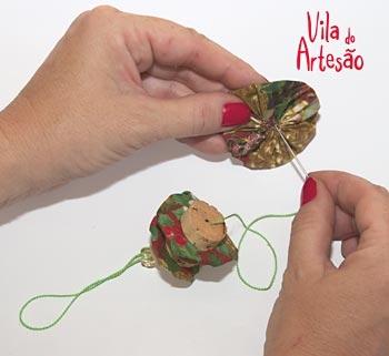 Елочки из цветочков йо-йо и пробок. Новогодние игрушки своими руками (7) (350x321, 44Kb)
