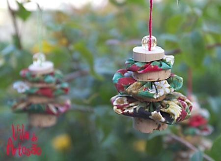 Елочки из цветочков йо-йо и пробок. Новогодние игрушки своими руками (11) (450x327, 82Kb)