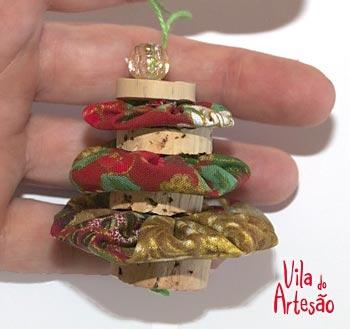 Елочки из цветочков йо-йо и пробок. Новогодние игрушки своими руками (13) (350x329, 56Kb)