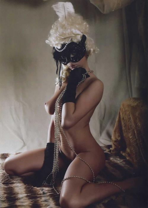 Секс девушка в маске 2.