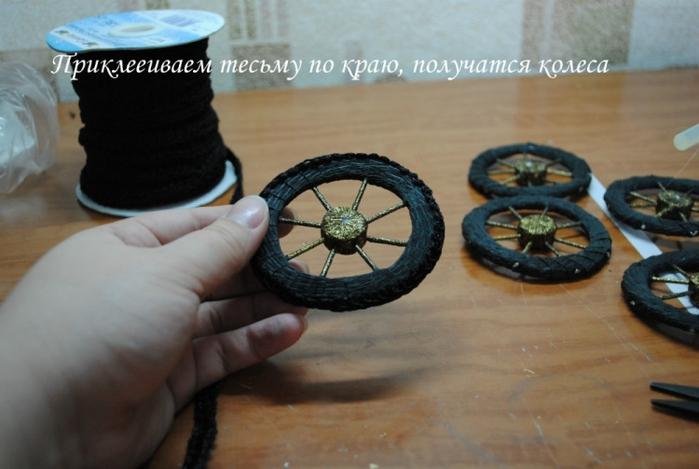 РЕТРО АВТОМОБИЛИ из шоколадных конфет (5) (700x469, 197Kb)