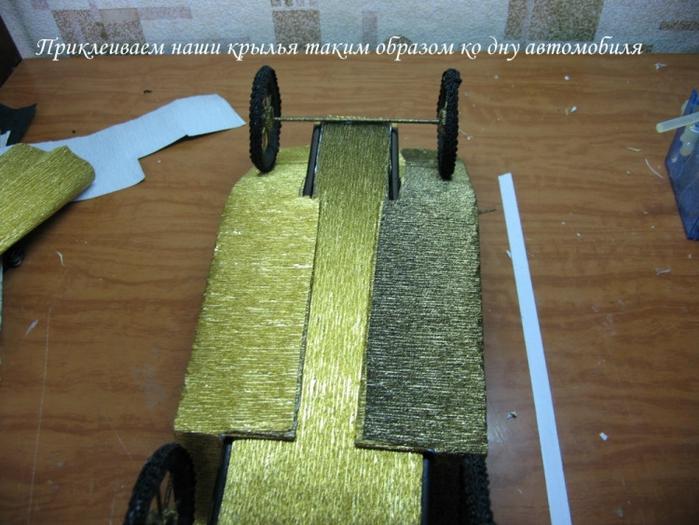РЕТРО АВТОМОБИЛИ из шоколадных конфет (15) (700x525, 283Kb)