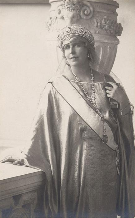 Сапфир королевы Румынии (435x700, 197Kb)