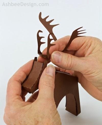 Renos y trineo con los regalos de Navidad de papel.  Plantillas (35) (400x491, 83Kb)
