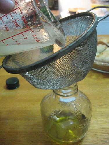 Приправа из уксуса и оливкового масла собственного приготовления./5451862_Priprava_iz_yksysa_i_olivkovogo_masla_sobstvennogo_prigotovleniya_1_2 (375x500, 193Kb)