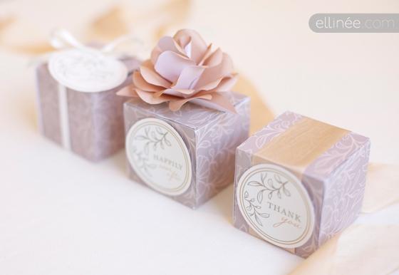 Caja de regalo de boda con las manos.  Plantilla (1) (560x386, 97Kb)