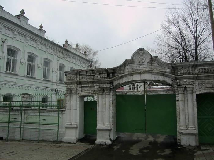 памятник из цветного гранита Нягань