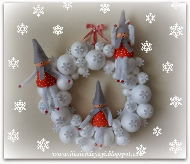 Венок из пенопластовых шариков со снежинками и сказочными эльфами (1) (628x542, 145Kb)
