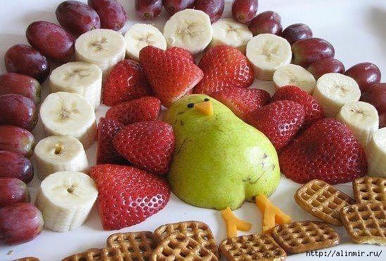 блюда украшения павлин из фруктов (549x372, 155Kb)