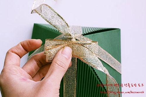 Подарочная упаковка - коробочка пирамида своими руками (4) (500x331, 126Kb)