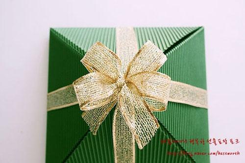 Подарочная упаковка - коробочка пирамида своими руками (6) (500x334, 120Kb)