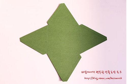 Подарочная упаковка - коробочка пирамида своими руками (8) (500x330, 69Kb)