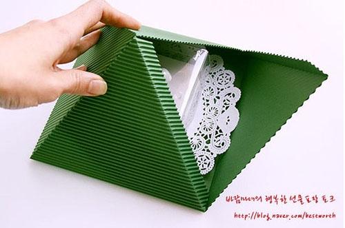 Подарочная упаковка - коробочка пирамида своими руками (10) (500x331, 113Kb)