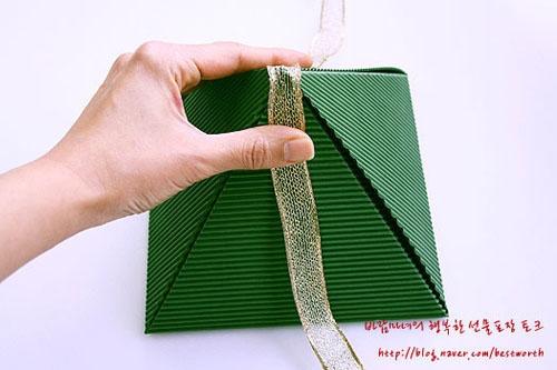 Подарочная упаковка - коробочка пирамида своими руками (12) (500x333, 108Kb)