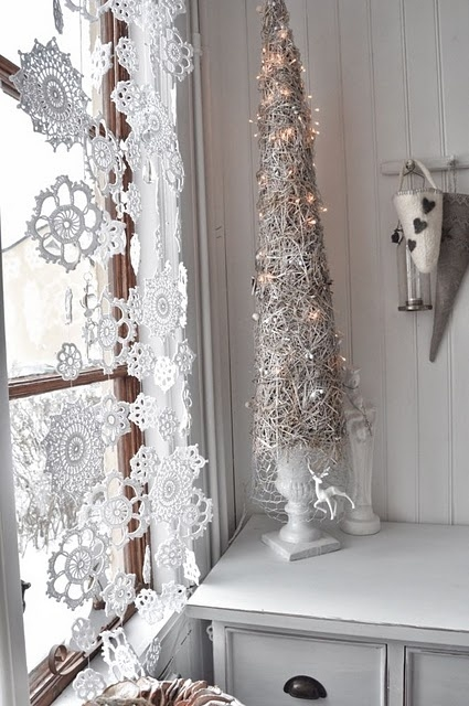 how-to-use-snowflakes-in-winter-decor-ideas-14 (425x640, 185Kb)