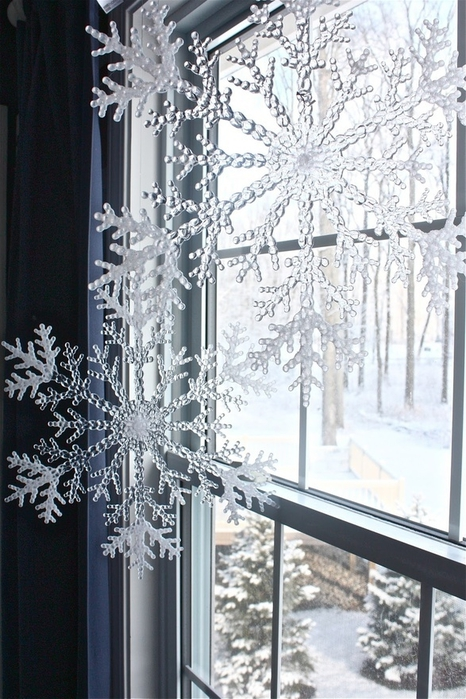 how-to-use-snowflakes-in-winter-decor-ideas-28 (466x700, 282Kb)