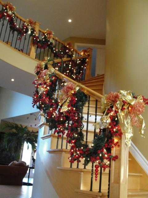 Дизайн интерьера. Потрясающие идеи украшения лестниц к Рождеству (3) (480x640, 199Kb)