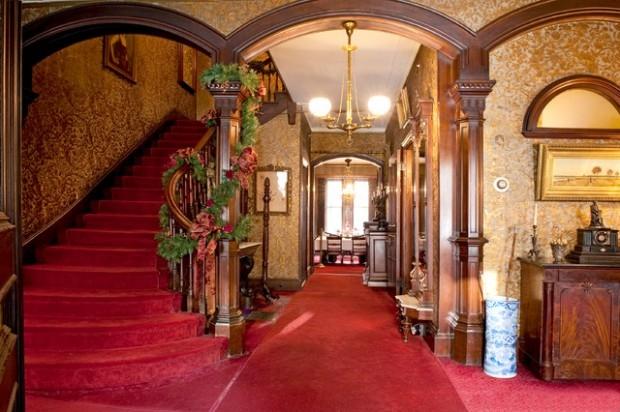 Дизайн интерьера. Потрясающие идеи украшения лестниц к Рождеству (6) (620x412, 186Kb)