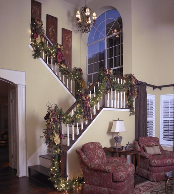 Дизайн интерьера. Потрясающие идеи украшения лестниц к Рождеству (9) (574x640, 228Kb)