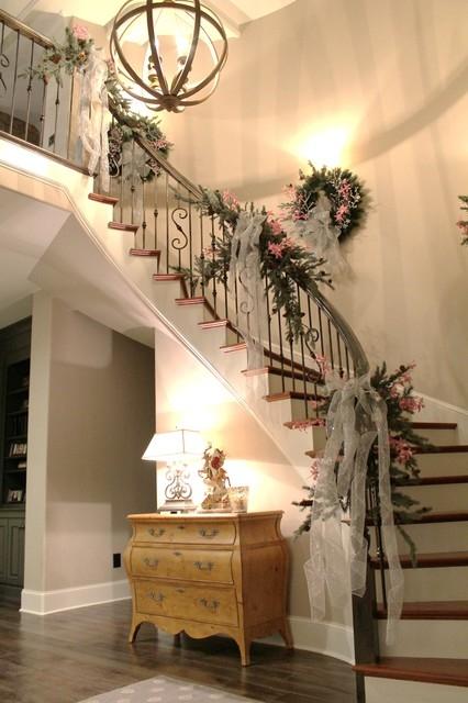 Дизайн интерьера. Потрясающие идеи украшения лестниц к Рождеству (11) (426x640, 163Kb)