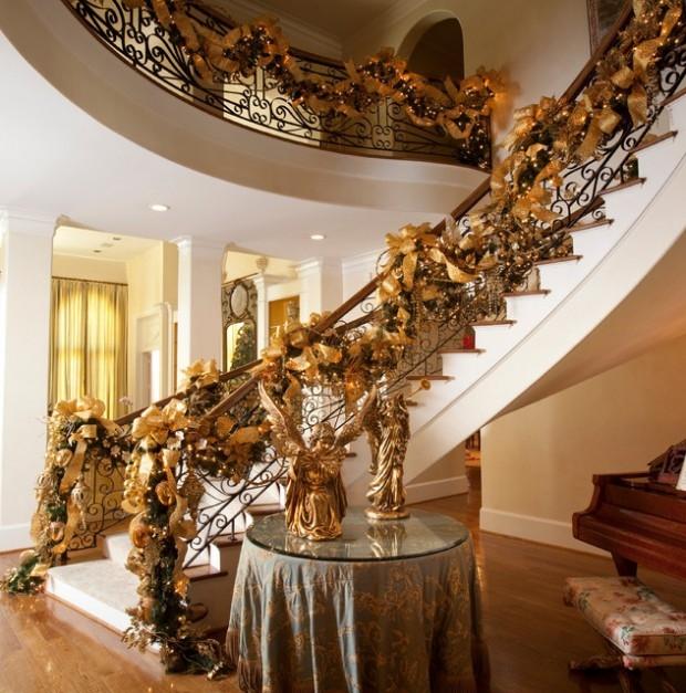 Дизайн интерьера. Потрясающие идеи украшения лестниц к Рождеству (13) (620x627, 266Kb)