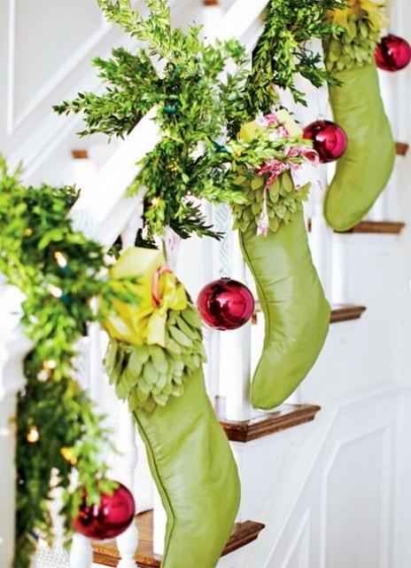 Дизайн интерьера. Потрясающие идеи украшения лестниц к Рождеству (21) (464x640, 204Kb)