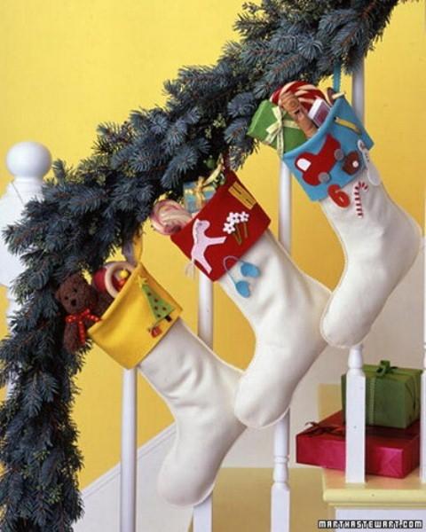 Дизайн интерьера. Потрясающие идеи украшения лестниц к Рождеству (27) (480x600, 170Kb)