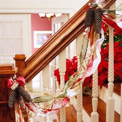 Дизайн интерьера. Потрясающие идеи украшения лестниц к Рождеству (30) (480x480, 169Kb)
