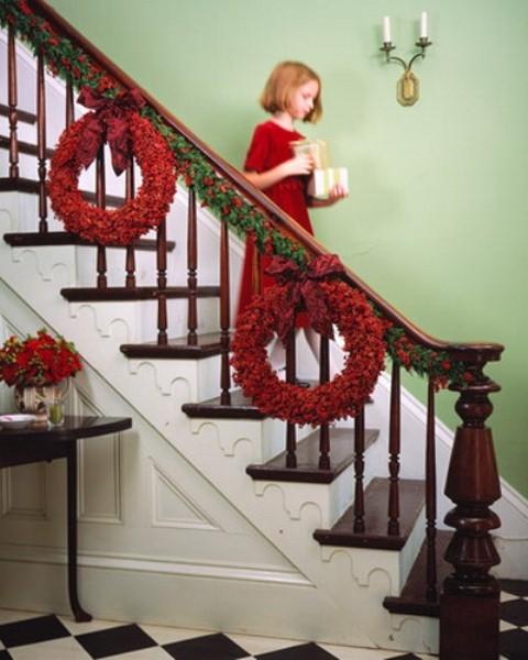 Дизайн интерьера. Потрясающие идеи украшения лестниц к Рождеству (35) (480x600, 154Kb)