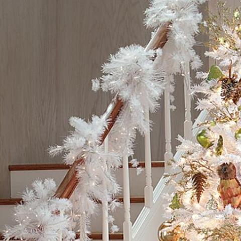 Дизайн интерьера. Потрясающие идеи украшения лестниц к Рождеству (42) (480x480, 161Kb)