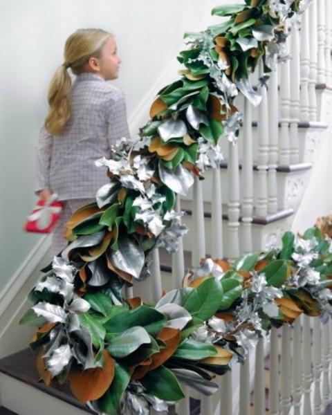 Дизайн интерьера. Потрясающие идеи украшения лестниц к Рождеству (47) (480x600, 167Kb)