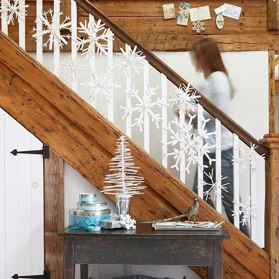 Дизайн интерьера. Потрясающие идеи украшения лестниц к Рождеству (48) (550x550, 195Kb)