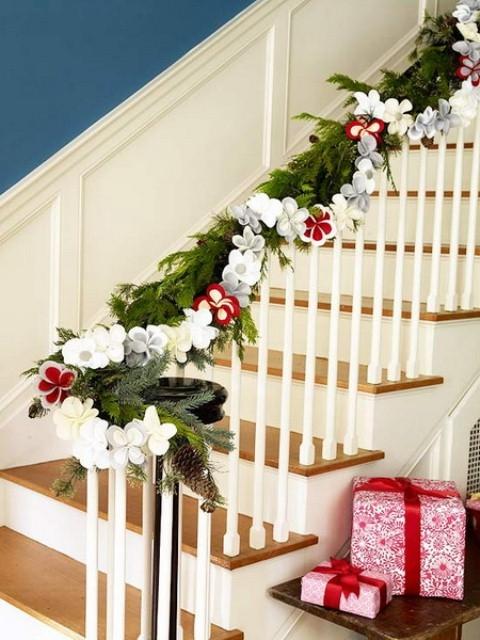 Дизайн интерьера. Потрясающие идеи украшения лестниц к Рождеству (51) (480x640, 196Kb)