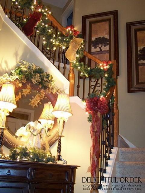 Дизайн интерьера. Потрясающие идеи украшения лестниц к Рождеству (55) (480x640, 214Kb)
