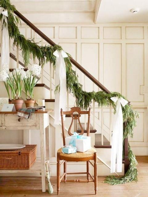Дизайн интерьера. Потрясающие идеи украшения лестниц к Рождеству (59) (480x640, 195Kb)