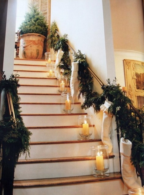 Дизайн интерьера. Потрясающие идеи украшения лестниц к Рождеству (61) (472x640, 175Kb)