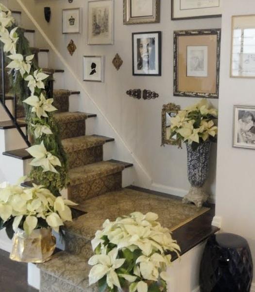 Дизайн интерьера. Потрясающие идеи украшения лестниц к Рождеству (68) (525x600, 175Kb)
