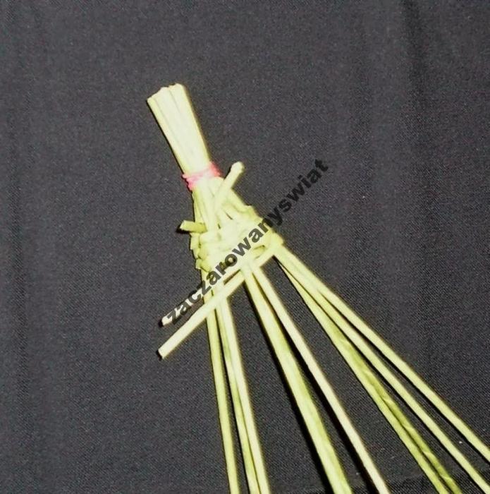 елочка из газетных трубочек и шпагата (2) (695x700, 342Kb)