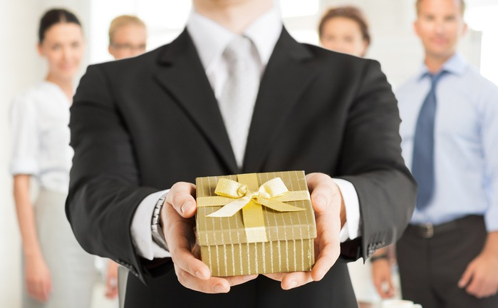 Что подарить боссу на Новый год