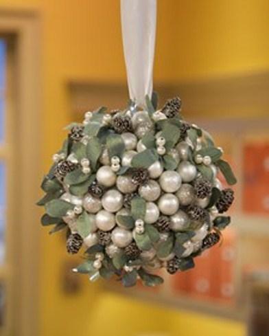 las bolas de Navidad y preciosos árboles de Navidad con perlas y cuentas (23) (392x489, 82Kb)