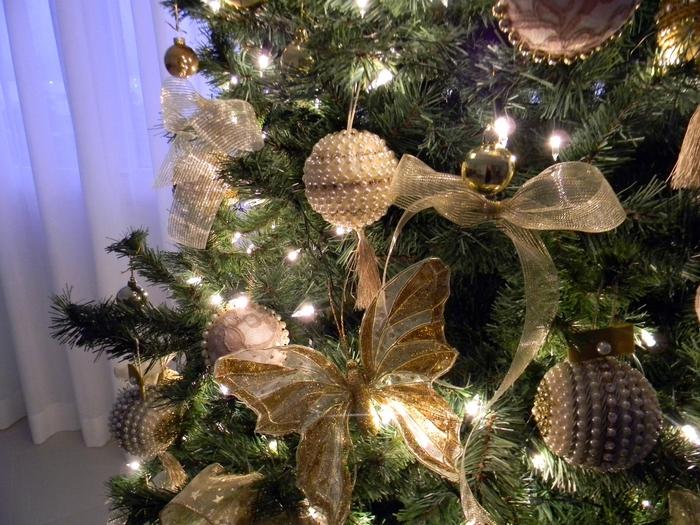 las bolas de Navidad y preciosos árboles de Navidad con perlas y cuentas (28) (700x525, 336KB)
